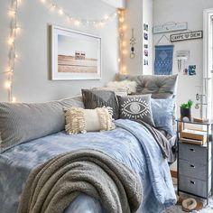 31 Beautiful Dorm Room Decor Ideas For Girls College Bedroom Decor, College Room, Room Ideas Bedroom, Apartment Ideas College, Girl Dorm Decor, College Bedrooms, Preppy Dorm Room, Uni Room, Dorm Room Walls