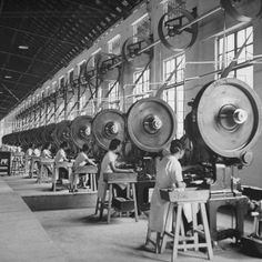 981 Factory Closed due to Fire!-carl-mydans-factory-workers-working-government-owned-opium-packing-plant. Hawthorne Effect, Factory Worker, Industrial Machinery, Underground Bunker, Old Factory, Engineering Technology, Principles Of Design, Industrial Photography, Industrial Revolution