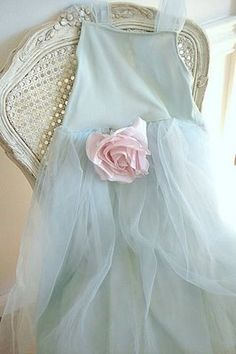 blue tulle adorned with pink rose Vestido Shabby Chic, Shabby Chic Dress, Tiffany Blue, Belle Epoque, Ciel Rose, Vibeke Design, Vestidos Vintage, Pretty Pastel, Tulle