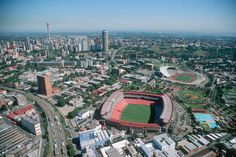 10 Reasons to Visit – Johannesburg – South African Airways Destination Guide Best Places To Travel, Places To Visit, Johannesburg City, Adventure Holiday, World Cities, Landscape Pictures, Beautiful Landscapes, Beautiful World, South Africa