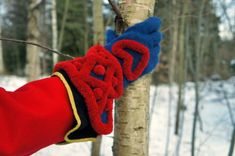 The 'kavel' edges and decorations (kind of a Scandinavian pom-pom technique) common in traditional Swedish mitts.