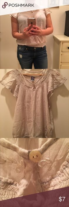 Flutter Sleeve Linen Top Lace toke detail and keyhole on linen flutter Sleeve Top. Banded bottom. Good condition. Tops Tees - Short Sleeve