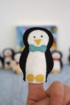 Penguin finger puppets tutorial with free pattern (another pin from Craftiness Is Not Optional - this pg has some cute tutorials!) ~ idea for OCC shoe box gift