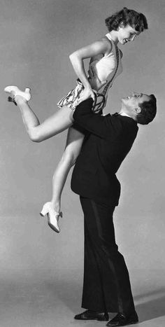 "Debbie Reynolds and Gene Kelly. Fun Fact: she did not know how to dance before ""Singing in the Rain."" Debbie Reynolds took tap lessons for 6 months before they shot the movie. Old Hollywood, Golden Age Of Hollywood, Hollywood Stars, Classic Hollywood, Gene Kelly, Fred Astaire, Shall We Dance, Just Dance, Tap Dance"