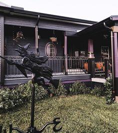 "Gothic Homes 🖤 on Instagram: ""@sinister_estate 🎃 •• • #goth #gothic #gothgoth #gothhomedecor #gothhomedecorating #gothaesthetic #gothdecor #gothicdecor #gothichome…"""