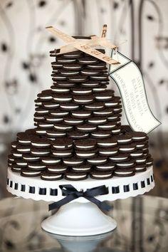 Alternative Wedding Cake, made out of stacked Oreos! I know my hubby would LOVE this! #alternativeweddingcakes #weddingideas #weddinginspiration