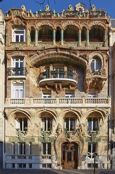 Art Nouveau building in Paris Posted by /u/loulan to /r/architectureporn Architecture Parisienne, Architecture Art Nouveau, Art Et Architecture, Victorian Architecture, Historical Architecture, Amazing Architecture, Contemporary Architecture, Art Nouveau Arquitectura, Paris Buildings