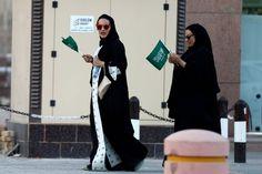 Cerca de 15 mil mulheres da Arábia Saudita assinaram uma petição online a pedir que o país acabe com o sistema de guardiães masculinos.