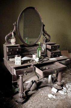 Elegant dressing table in manor house at site where John Milton once lived. Photo: Josephine Pugh..