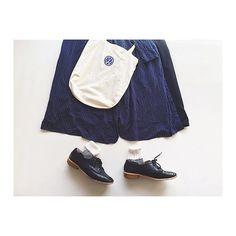 smw_15.2016.3.4 マニッシュな感じにしようと思ったら なぜかほっこりした感じに… ❁ . 午前中はたまっていた家事をやって 歌の練習もして、それからお仕事! 教育係の人がとてもよい人だった ( ᵒ̴̶̷̥́_ᵒ̴̶̷̣̥̀ ) よい職場だ〜〜! . #dress / #shoes : #studioclip #gaucho : #gu #socks : #靴下屋 #totebag : #volkswagen . . #置き画くら部 #置き画 #足元くら部 #足もと置き画 #今日のコーデ ではなくおそらく #明日のコーデ #cluel #クルーエル #instagood #instadaily #fashion #ootd