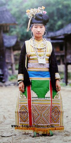 Cenzui Miao people mainly live in the villages which are located in the north of Rongjiang. Representative festival: Ancestors' worship festival