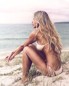 Long blonde hair - Bikini life
