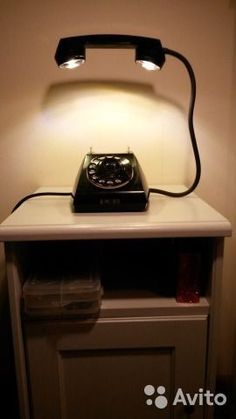 The good old rotary phone experiences as a light design o .- The good old rotary phone has a second life as a light design object - Home Crafts, Diy Home Decor, Room Decor, Decor Pub, Cool Lighting, Lighting Design, Lighting Ideas, Deco Originale, Pipe Lamp