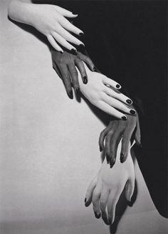 Hands hands NYC 1941 © Horst P. Horst #body #hand #hands