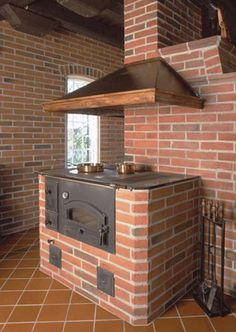 Печка для дачи на дровах: выбор и советы Wood Stove Cooking, Kitchen Stove, Red Clay Bricks, Brick Cladding, Brick Bbq, Brick Masonry, Pizza Oven Outdoor, Rocket Stoves, Summer Kitchen