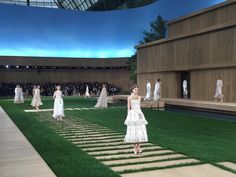 10 Exciting Moments From Chanel's Spring 2016 Haute Couture Show