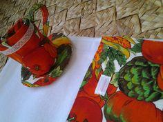 Lindo kit de porta chá com paninho de prato!  O kit contém 1 porta chá e 1 pano de prato.   Um produto com a qualidade Camomila Rosa! R$25,00