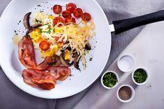 Danie prosto z patelni - podsmażane warzywa, ser i boczek :) #kochamjeść www.koronakarkonoszy.pl