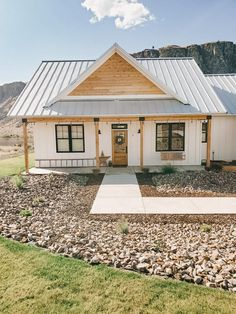 Metal Roofs Farmhouse, White Farmhouse Exterior, Farmhouse Layout, Farmhouse Homes, Farmhouse Home Plans, Farmhouse Renovation, Modern Farmhouse Design, Modern Barn, Farmhouse Style