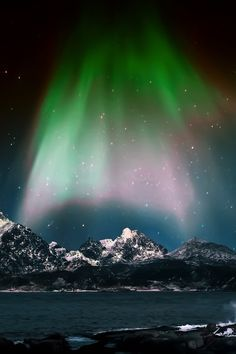 Find images and videos about nature and aurora borelaris on We Heart It - the app to get lost in what you love. Cool Pictures, Beautiful Pictures, Night Sky Photos, Natural Phenomena, Belleza Natural, Beautiful Sky, Travel Images, Milky Way, Amazing Nature