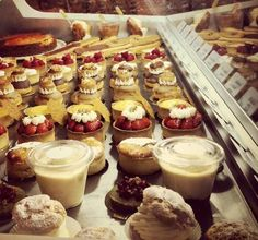 Helmut Newcake - Gluten Free Food Paris - I'm mentally jumping up and down right now!!!