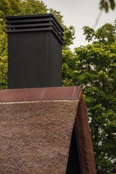 Moderne koperen nokvorst op een rieten kap Fountain, Outdoor Decor, Modern, House, Home Decor, Homemade Home Decor, Home, Haus, Water Fountains