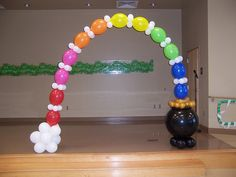 Pot of Gold Arch with LINK-O-LOON® in rainbow colors.