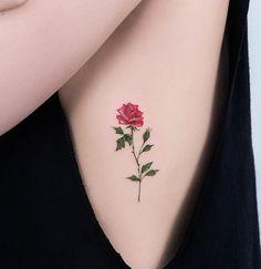 Rosa minimalista na costela da Carol Valeu pela visita e pela confiança. ✌️ Agendamentos e orçamentos Whats | 11 99160.8425 #tatuagemfeminina #rosa #tattoorosa #minimalist #watercolor #aquarelatattoo