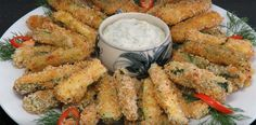 Oven baked zucchini sticks with sour cream dip. Baked Zucchini Sticks, Bake Zucchini, Low Carb Recipes, Diet Recipes, Quiche Muffins, Sour Cream Dip, Atkins Diet, Oven Baked, Finger Foods