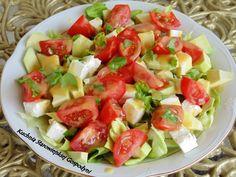 Letnia sałatka z awokado i serem feta, do tego sos miodowo – musztardowy i nic więcej mi nie trzeba.