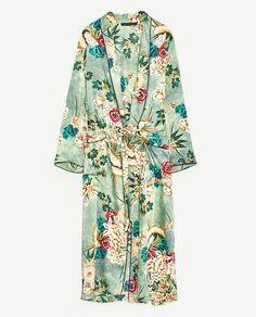 Zara Printed Kimono as seen on Kourtney Kardashian Zara, Long Green Jacket, St Patricks Day Clothing, Mode Kimono, Kimono Coat, Silk Coat, Festival Dress, Floral Kimono, Mode Hijab