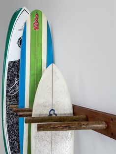 Excelente.. agora só faltam as pranchas! Great way to organise surf boards or similar items.