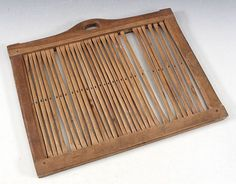 Trehvit båndvev, 1800 t. L: 32 cm. Prisantydning: ( 500 - 600) Solgt for: 350