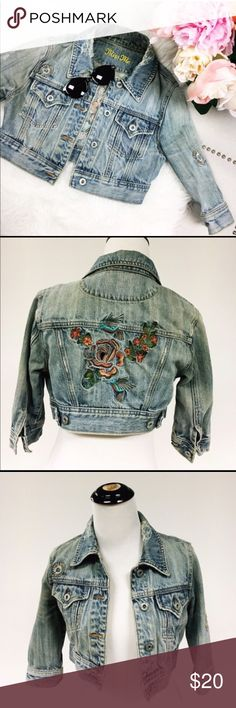 Miss Me Embroidered Distressed Crop Jean Jacket Absolutely gorgeous quarter-length sleeve Crop Miss Me Jean jacket in XS. TTS. In EUC! Features 4 button front, button cuffs, adjustable side buttons for waist. Stunning colorful embroidery on back with hummingbirds feeding from a flower. Factory distressed throughout. Perfect for Spring through Summer paired with a dress or tank.  👍🏼 Smoke & Pet Free Home Miss Me Jackets & Coats Jean Jackets