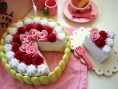 bolo de feltro Felt Cake, Felt Cupcakes, Felt Play Mat, Felt Play Food, Felt Crafts Patterns, Food Patterns, Craft Activities For Kids, Crafts For Kids, Cute Crafts