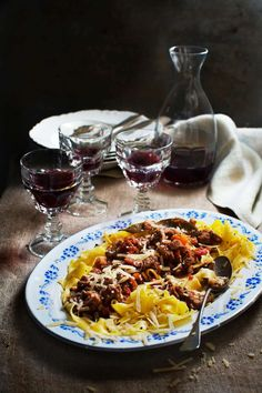 Bästa bolognesen sköter sig själv under natten och blir härlig mustig Crock Pot Slow Cooker, Crockpot, Bolognese, Austrian Recipes, Pop Up Restaurant, Munnar, Rustic Kitchen, Pasta Salad, Macaroni And Cheese
