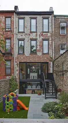 Room to Run: The Approachable Modern in South Park Slope – Loft İdeas 2020 Brooklyn Brownstone, Brooklyn House, Townhouse Designs, House Extensions, South Park, Beautiful Homes, Architecture Design, New Homes, Facade