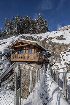 Sie verbindet Entspannung, ein Bergpanorama vom Feinsten und ein klein wenig Nervenkitzel beim Erklimmen der Hütte 😉 📸 by NIDUM Casual Luxury Hotel #leadingsparesorts #leadingspa #wellness #beauty #spa #wellnessurlaub #saunaintherocks #saunieren #mountainview #wellnesshotel #spahotel #relaxen #entspannen #rock #sun #view #mountains #snow #saunawithview #bridge #bergpanorama #hütte Spa Hotel, The Rock, The Good Place, Mountains, Nice, Places, Nature, Outdoor, Travel