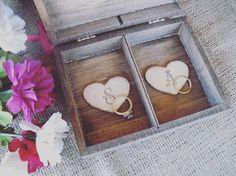 Ideia fofa de fazer uma caixinha com as iniciais para as alianças #aliança #alianças #weddingring #wedding #casamento #noivos #brideandgroom #weddingideas #osantocasamenteiro by osantocasamenteiro