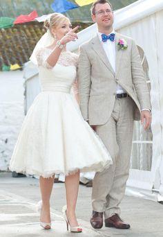2016 Short Lace Long Sleeves Wedding Dresses,looks amazing