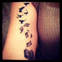 The latest! Reading LOVE! By @seanisweird #books #ilovereading #literarytattoos #tattoos #tattoo #inked #girlswithink #bookishtattoo #nerdlife #geekchic #birdtattoo #booktattoo #ink #instagood #igers #bibliophile #scarabart #englishteachertattoos #librariantattoo