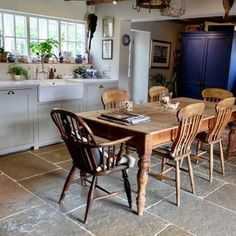 This is what we love about the Umbrian Limestone - you would think it was an original feature! It blends in perfectly with the old cottage and all the vintage pieces 😍 #floorsofstone #limestone #rustic #vintage #countrycottage #countrykitchen