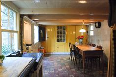 The spacious kitchen with a gas cooker, oven, refrigerator and microwave. A Dutch-door leads into the courtyard.