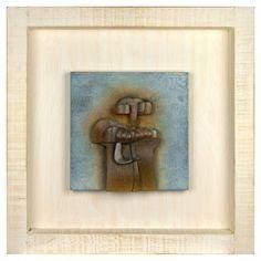"""FAUSTINO AIZKORBE """"PERSONAJE""""  Mural de bronce representando personaje en marco de madera. Año 2005.Fdo. Aizkorbe. Medidas: 30 x 30 x 10 cms."""