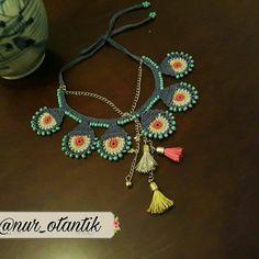 İletişim için DM Satıldı #taki #otantik #boncuk #elişi #kolye#love #summer #foodporn #potterhead #instagram #folowme#tag #followme… Scarf Hairstyles, Crochet Accessories, Textiles, Handmade Necklaces, Handicraft, Boho Jewelry, Knit Crochet, Crochet Necklace, Jewels