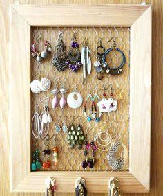 chicken-net-jewelry-display