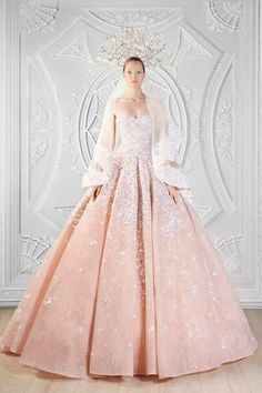 How beautiful is this gown!! Love the color and the fitted bodice and all the beading ♡♡♡