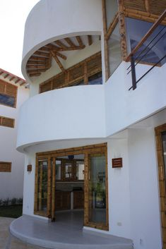 PUERTAS DE CORRER Bamboo House, Pergola, Loft, Outdoor Structures, Mansions, House Styles, Bed, Bungalows, Furniture