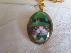 """Broche en métal doré """"Un joli petit chat irlandais"""" de la boutique framboisefrancoise sur Etsy"""