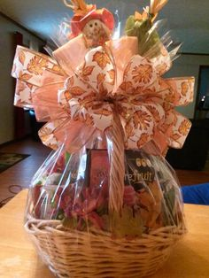 Fall Harvest Gift Basket How to Make a Gift Basket #diy #tutorial
